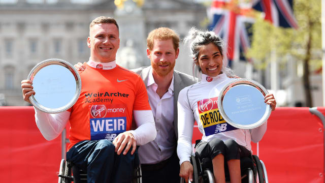 David Weir with Prince Harry and Australia's Madison de Rozario after winning London Marathon 2018