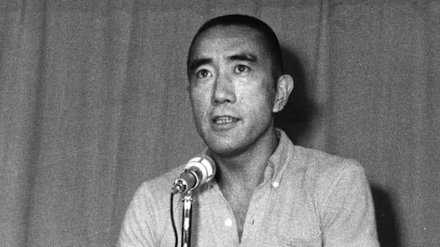 東京五輪で特派員記者を務めた三島由紀夫。当時の取材ノートは山梨県にある三島由紀夫文学館に保管されている