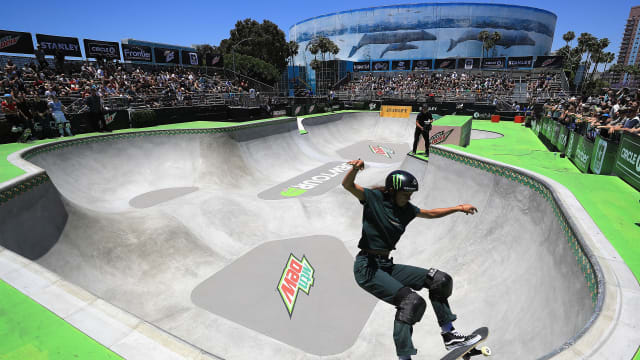 Lizzie Armanto competes in the Women's Pro Park Final at the 2018 Dew Tour