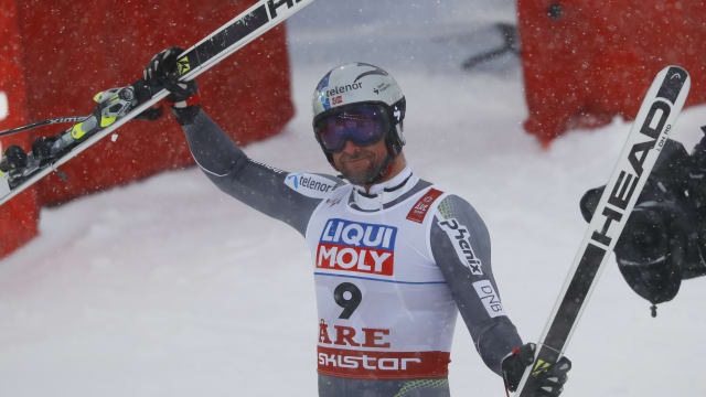Aksel Lund Svindal acknowledges the crowd after going second in the World Championship downhill at Are
