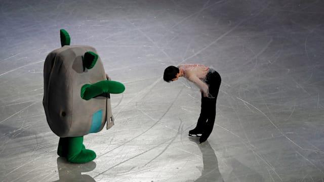 Yuzuru Hanyu bows to the stadium mascot Tamarlin after the exhibition gala. (REUTERS/Issei Kato)