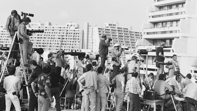 1972年のミュンヘン五輪では武装勢力が選手村を襲撃。各国のメディアが惨劇を実況中継した