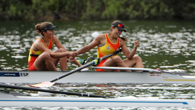 Anna Boada (L) and Aina Cid react after qualifying for Rio 2016 at the European and Final Olympic Qualification Regatta