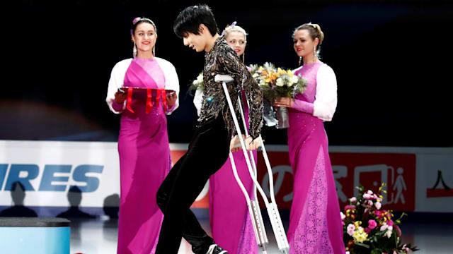 Yuzuru Hanyu on crutches to receive his Rostelecom Cup medal