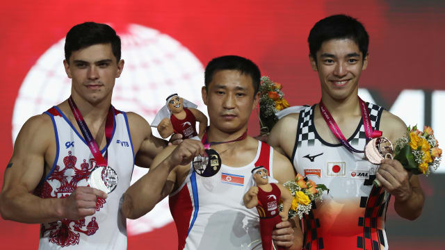 Men's vault podium (L-R): runner-up Artur Dalaloyan, champion Ri Se Gwang, third-placed Kenzo Shirai