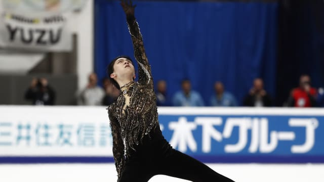 Yuzuru Hanyu poses at the end of his free skate at the Rostelecom Cup