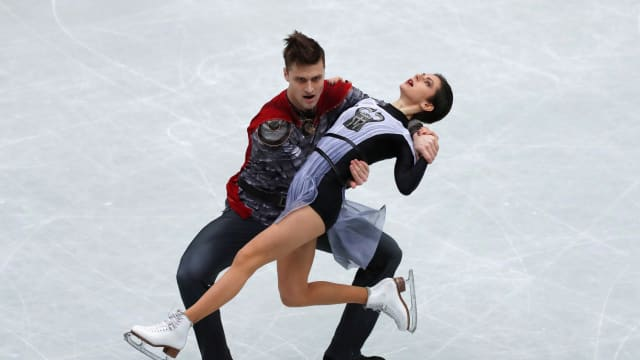 Russia's Natalia Zabiiako and Alexander Enbert took the pairs short program at the World Team Trophy