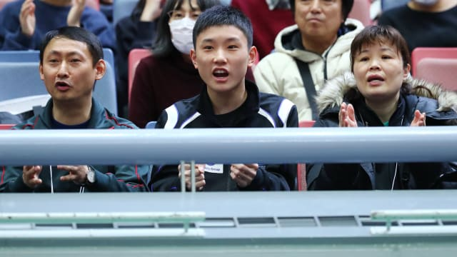 Tomokazu Harimoto cheering on sister Miwa at the All Japan Championships with father Yu and mother Rin
