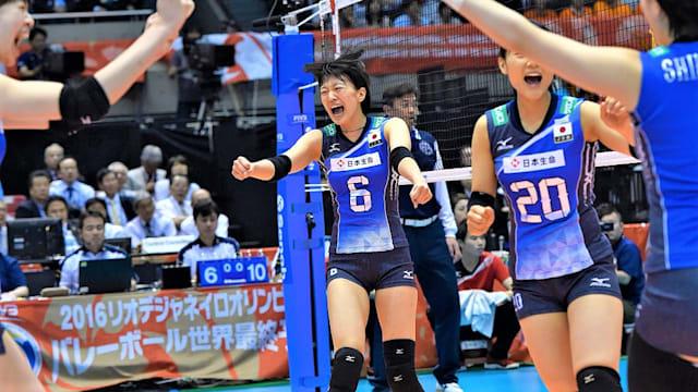 この試合チーム最多得点の鍋谷友理枝の活躍をはじめ、日本は多彩な攻撃でセルビアに快勝した(写真は2016年リオ五輪予選)