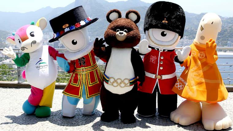 オリンピックとパラリンピックを支えてきたマスコットたち。左から北京の「フーニウラーラー」、ロンドンの「マンデヴィル」、モスクワの「ミーシャ」、ロンドンの「ウェンロック」、アテネの「アテナ」
