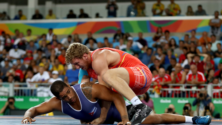 Artur Aleksanyan grapples with Yasmany Lugo in the Greco-Roman 98kg gold medal bout at Rio 2016