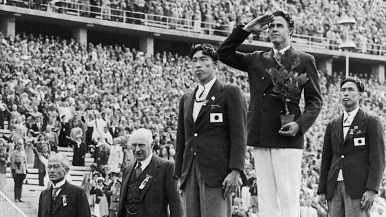 大江季雄(奥)と西田修平(手前)は1936年ベルリン五輪の棒高跳びで銀と銅のメダルを見事なアイデアで分け合った