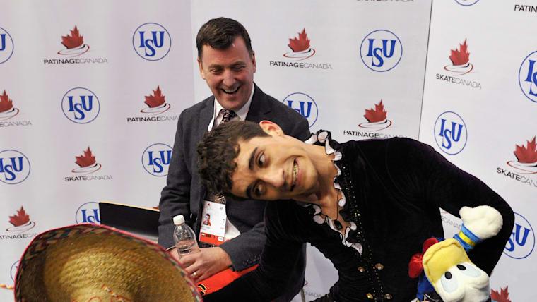 """JAVIER FERNÁNDEZ Y SU ENTRENADOR BRIAN ORSE EN EL CAMPEONATO """"SKATE CANADA"""" EN OCTUBRE DE 2011"""