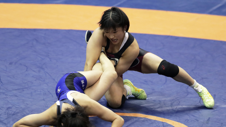 Yui Susaki gets the better of Miho Igarashi in the All Japan Invitational 50kg semi-finals