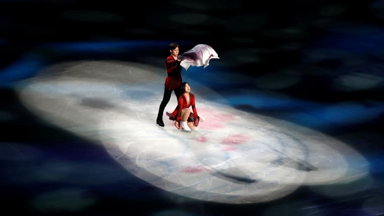 China's Wenjing Sui and Cong Han perform during the gala exhibition. (REUTERS-Issei Kato)