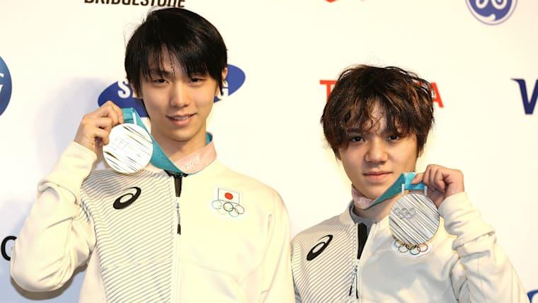 羽生結弦(左)とともに出場した2018年の平昌冬季五輪では銀メダルを獲得している