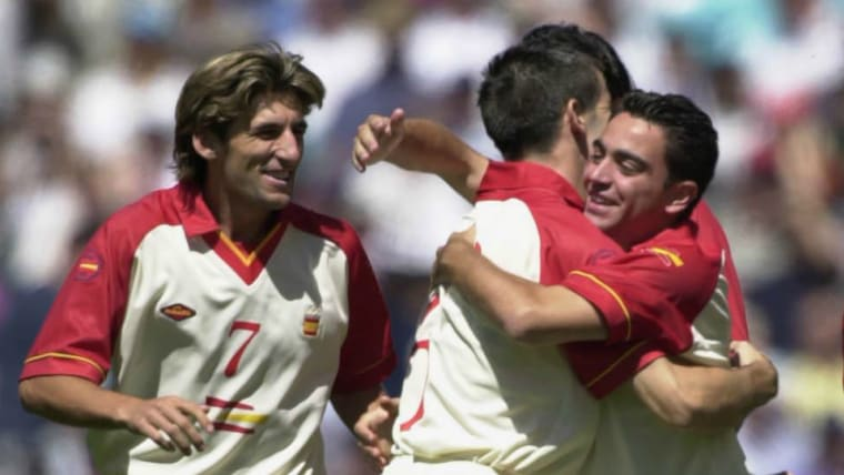 シドニー五輪には、スペイン代表としてシャビ(右端)が出場。銀メダル獲得に貢献している