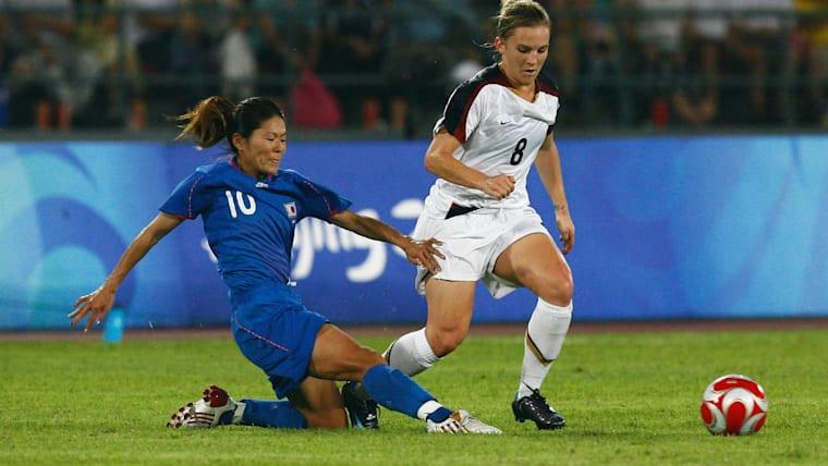 背番号10の澤(左)は攻守に奮闘。ニュージーランド戦やノルウェー戦、中国戦では重要なゴールも決めた