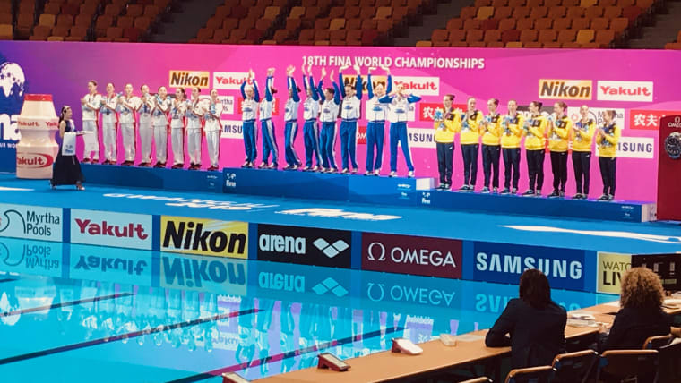 Russia celebrate their artistic swimming Team Free world title