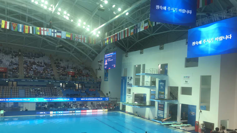 Party atmosphere in the diving and swimming arena