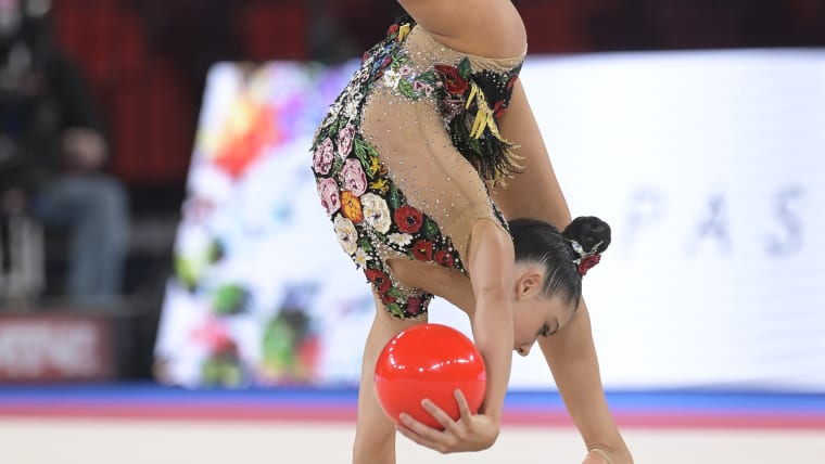 Lala Kramerenko competing during the Ball final at the 2019 junior rhythmic gymnastics world championships in Moscow (CREDIT: FIG)