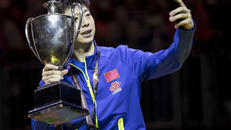 Ma Long poses for a selfie in Dusseldorf
