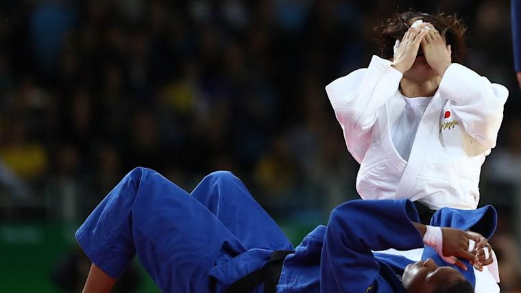 リオ五輪でついに金メダルを獲得した瞬間、田知本は涙に暮れた