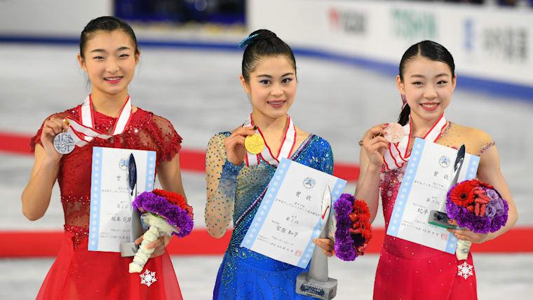 2017年12月の全日本選手権では2本のトリプルアクセルを決め、15歳の若さながら総合3位に食い込んだ(右端)