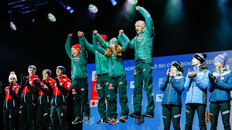 優勝はドイツ(中央)、2位がオーストリア(左)、3位がノルウェー(右)だった