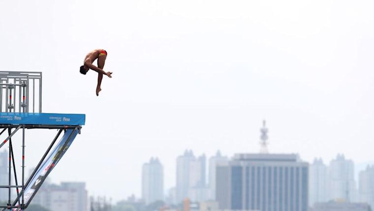 男子は27m、女子は20mの高さから飛び込む非常に危険度の高い競技