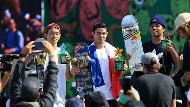 スケートボード、男子ストリートで2位入賞を果たした白井空良(写真左)