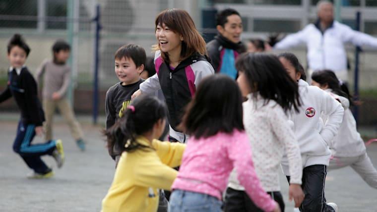 東京オリンピック・パラリンピック組織委員会アスリート委員会の委員長など数々の役職を兼任。今もまだ、金メダルに続く道を走り続けている