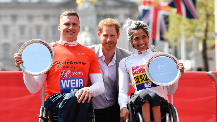 David Weir, Prince Harry and Australia's Madison de Rozario (R-L) after winning London Marathon 2018