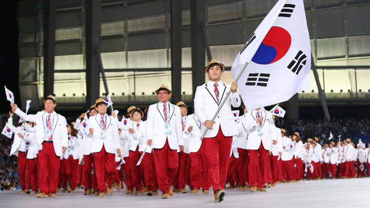 Kim Hyeonwoo was Korea's flag bearer at the Rio 2016 Olympics Closing Ceremony.