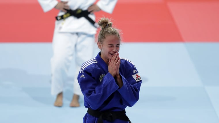 Tears of joy for Daria Bilodid after succesfully retaining her world title.
