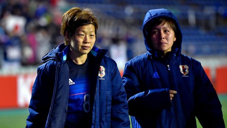 アジア予選最終戦は北朝鮮に勝利したものの、リオ五輪行きのチケットは手にできず。宮間あや(左)と岩渕真奈(右)は悔しさを隠さなかった