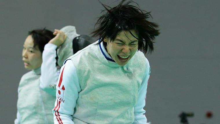 宮脇花綸(手前)は日本女子フルーレのエース格。2016年のジュニアワールドカップを制している