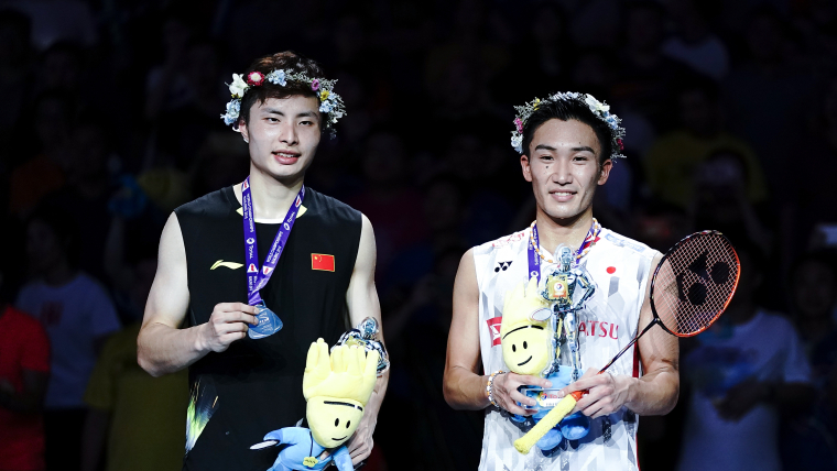 2018 world champion Kento Momota (R) with runner-up Shi Yuqi