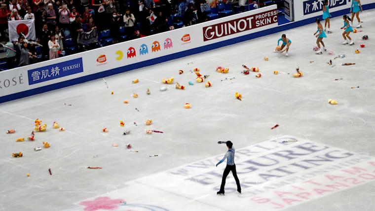 Pooh bear toys rain down on the ice after Yuzuru Hanyu's short program in Saitama