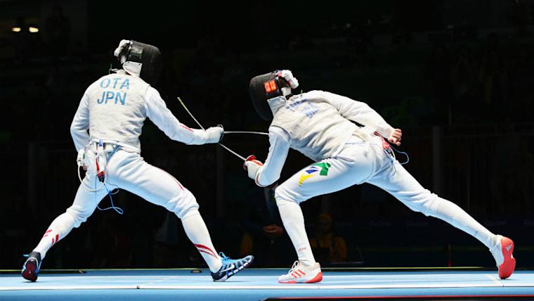 2016年五輪では尊敬する太田雄貴氏(左)の初戦敗退を目撃。「自分がリベンジしてメダルを取る」という気持ちが強まった