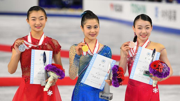 2017年の全日本選手権は宮原知子(中央)が4連覇、坂本花織(左)が2位、紀平梨花(右)が3位という結果だった
