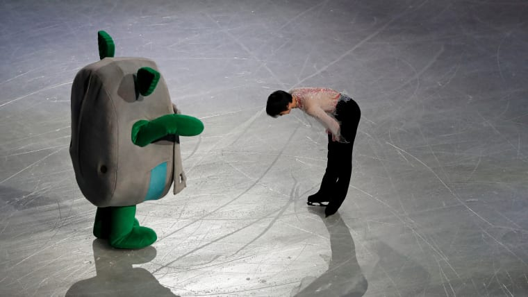 Yuzuru Hanyu bows to the stadium mascot Tamarlin after the exhibition gala. (REUTERS/Issei Kato)