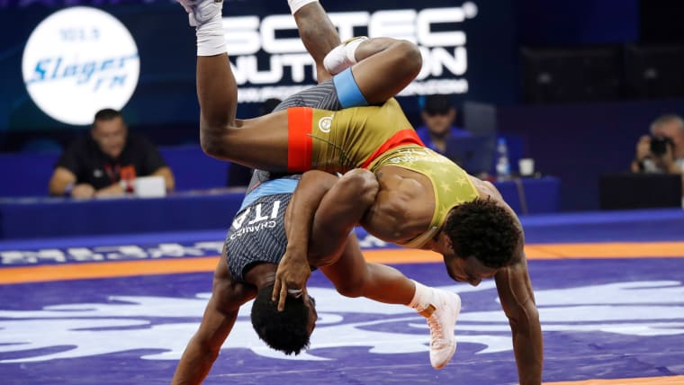 Chamizo and Burroughs going toe-to-toe.