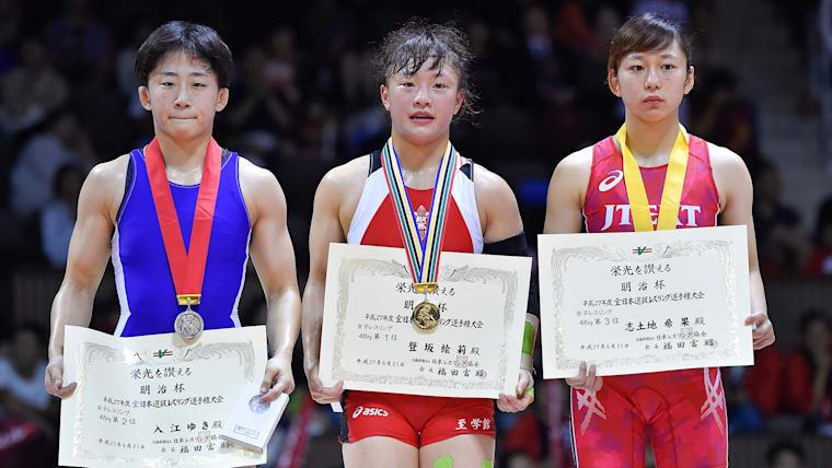 登坂(中央)は2015年の全日本選手権を制し、リオ五輪代表資格を獲得した