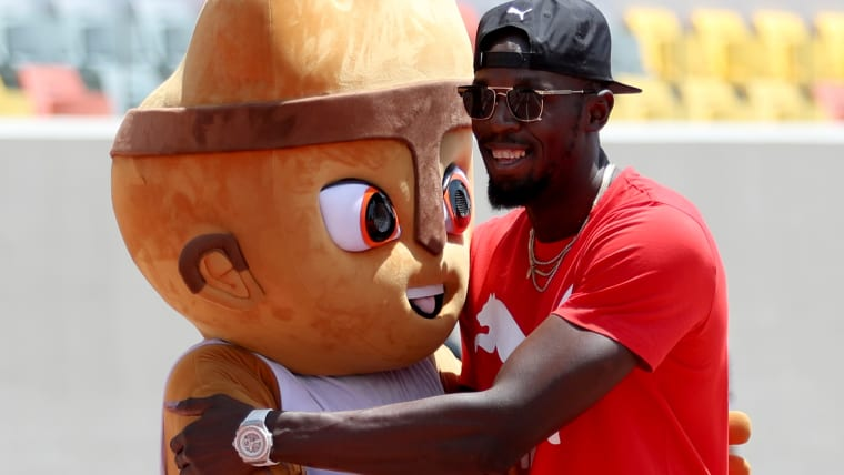 Milco and ... who's that other guy? Oh, ya, it's Usain Bolt. (Photo by Raul Sifuentes/Getty Images)