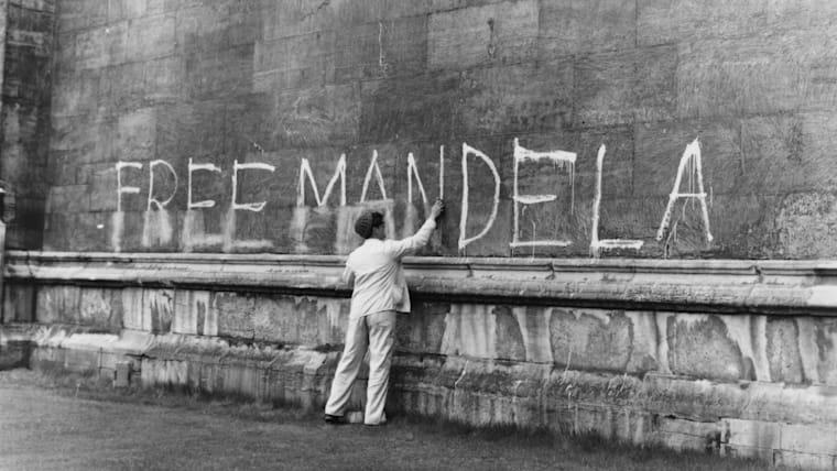 Free Mandela graffiti