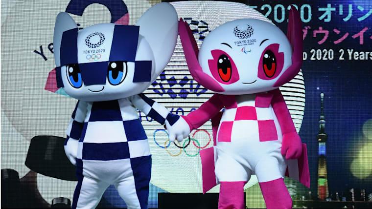 2020年オリンピックのマスコット「ミライトワ」(左)とパラリンピックのマスコット「ソメイティ」(右)