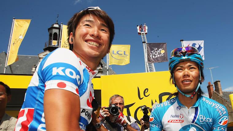 2009年ツール・ド・フランスに初出場し、別府史之(左)と共に日本人として史上初めてツール完走を果たした