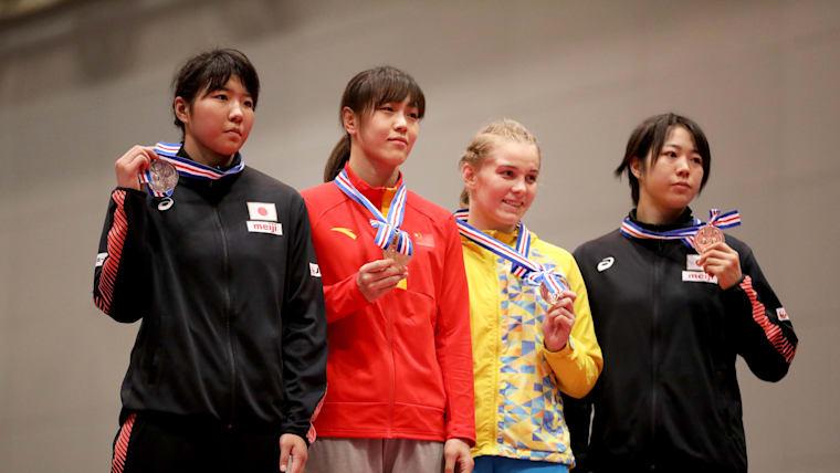 「オリンピックを狙っていきたい」と成葉選手(左)