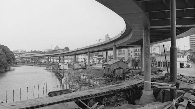 1964年の東京五輪直前に首都高速道路が完成。大会を機に現在の交通網の原型が出来上がった